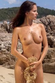 Atemberaubende Schlampe macht bei Nacktsexbildern alles mit